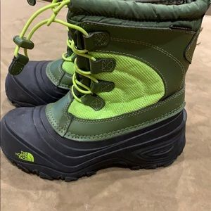 Like new! Kids North Face boots size 1Y
